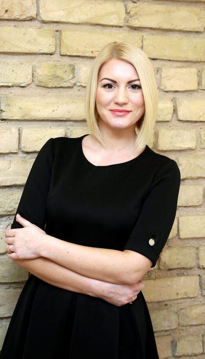 Permanento meistrė Jelena Sakaliūnienė
